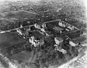 Figure 1: Bishop-Barker 1919 Aerial photograph of Queen's University.  Queen's University Archives, V28-Gen-17.1